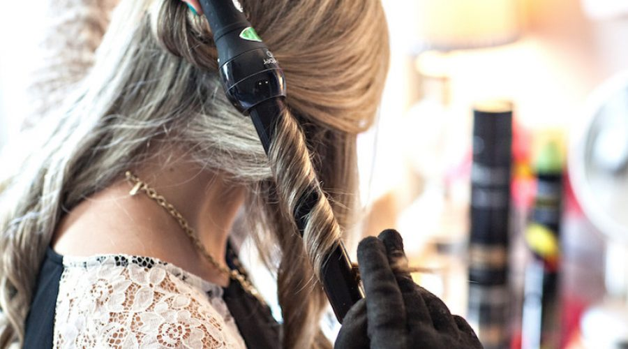 How To Avoid Getting Burned By A Curling Wand