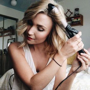 5 Tricks to Styling Short Hair With A Curling Wand ...