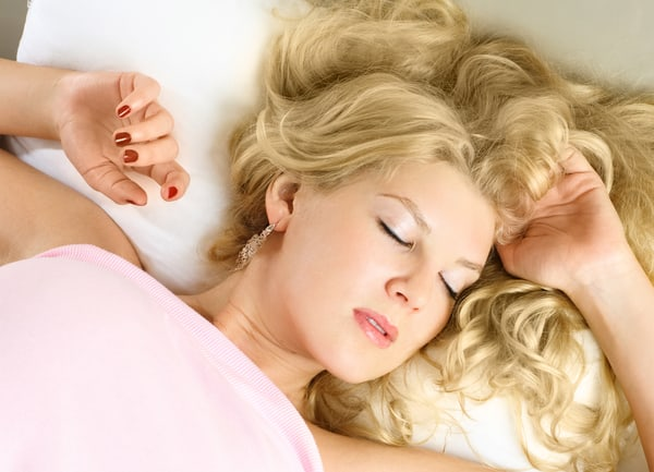 Keep Curls Overnight: How To Sleep With Curls And Not Ruin Them